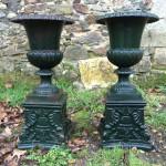 Paire de Vases Medicis en Fonte sur Socle 79cm